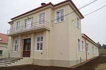 Nová střecha, fasáda, okna i vybavení. Znojemští dokončili letitou rekonstrukci v městské části Konice.