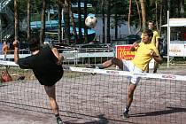 Na vranovské přehradě se o víkendu uskutečnil další ročník nohejbalového turnaje. Zúčastnilo se jej rekordních sto jedna týmů.
