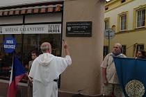 Ve Znojmě odhalili pamětní desku Františku Koukalovi, autorovi scénáře Znojemského historického vinobraní.