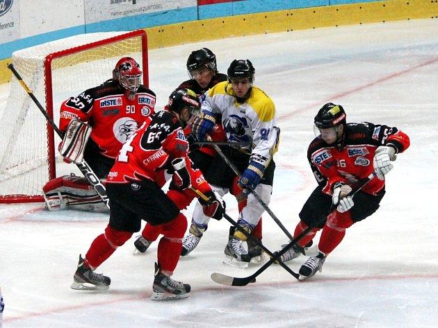 Junioři hokejových Orlů si o víkendu připsali dvě výhry.