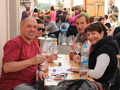 V Hnanicích bylo o víkendu rušno. Místní vinaři slavili Denotevřených sklepů.