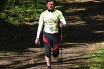 Velký nadšenec a propagátor nordic walkingu čili severské chůze Jan Vajčner.