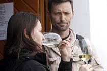 Hnaničtí vinaři otevřeli zájemcům své sklepy a nalévali loňská i starší vína.