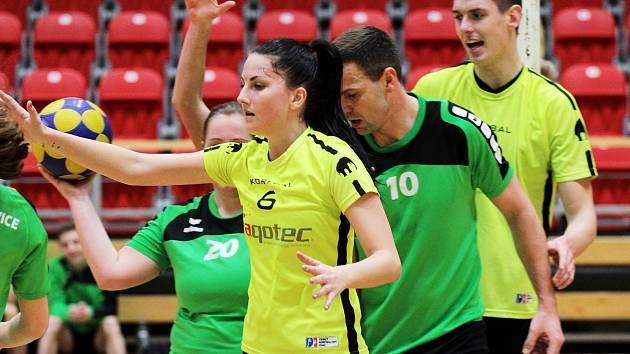 Korfbalisté Znojma (ve žlutém) porazili v neděli celek Českých Budějovice 27:18.