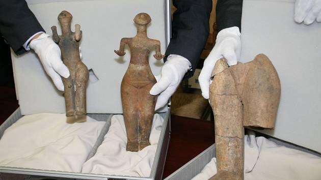 Organizátoři výstavy Život a Smrt v mladší době kamenné představili nejvýznamnější exponáty. Dvě hlubokomašuvecké venuše a torzo obdobné plastiky z Mašovic.