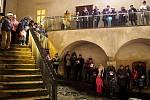 V Miroslavi zpívali koledy potřetí a nádvoří zámku zaplnilo na šedesát účastníků.