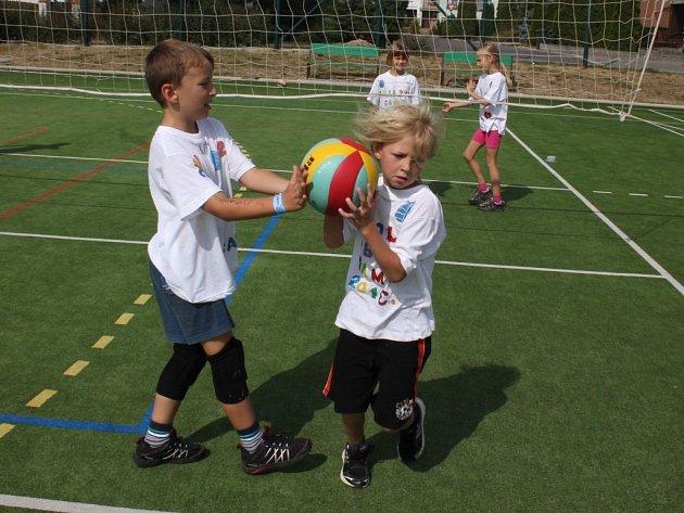 Děti od první do čtvrté třídy strávily týden na volejbalovém kempu.