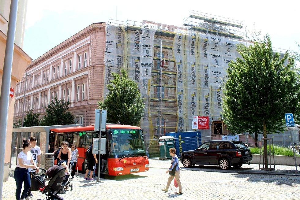 Novou fasádu dostane po třiceti letech také Gymnázium Dr. Karla Polesného ve Znojmě.
