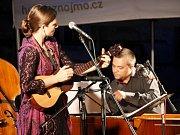Více než tři stovky diváků potěšila na nádvoří Louckého kláštera Marta Töpferová a posléze pobavil Dan Bárta a Robert Balzar Trio.