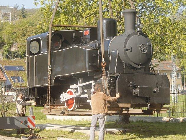 Muzeum motorismu ve Znojmě má přírůstek. Parní důlní lokomotivu z roku 1951. Dostala jméno Dyjáček.
