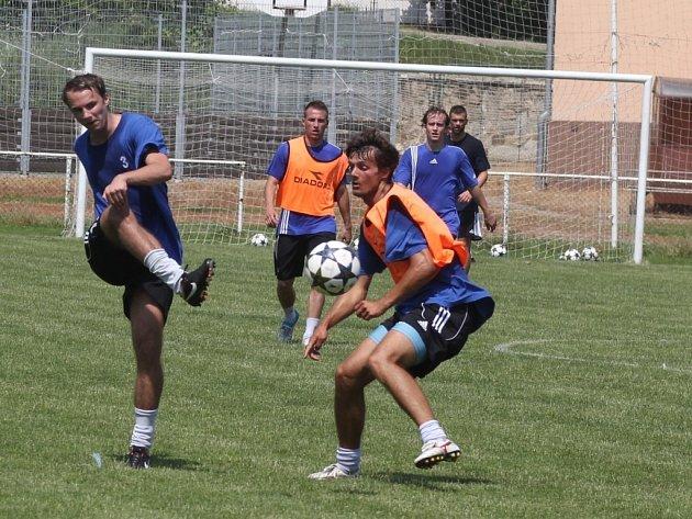 Znojemští fotbalisté zahájili ve čtvrtek na hřišti v Únanově přípravu na svoji historický první sezonu v české nejvyšší fotbalové soutěži.