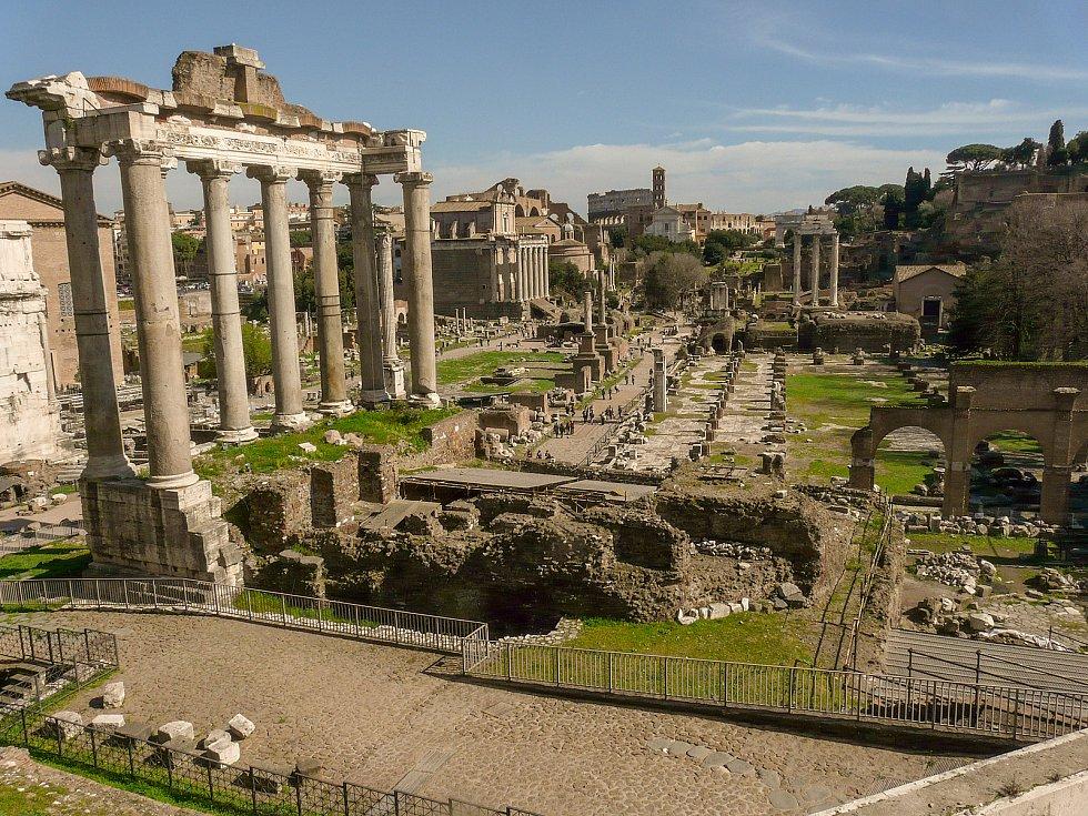 Pohled z Kapitolu na Forum Romanum.