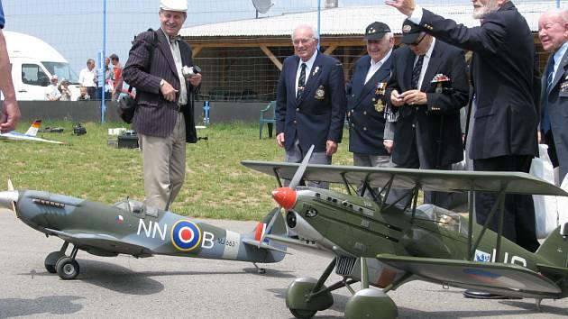 Váleční veteráni sledovali vzdušné boje