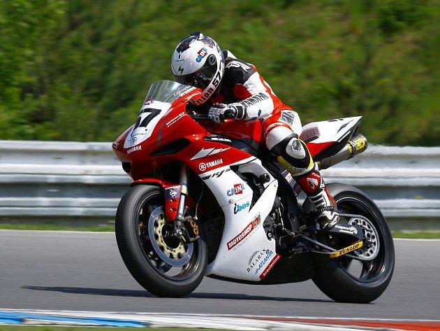 Motocyklový jezdec Zdeněk Brabec zůstává ve stáji Caine Eagle Racing.