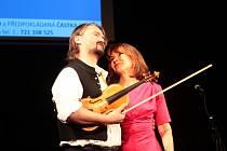 Znojemské divadlo zažilo benefiční koncert. Nadační fond Pomáháme Znojemsku rozdělil první statisíce potřebným lidem.