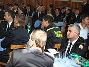 Zástupci téměř všech sborů, které zasahovaly při požáru lesa u Bzence, se sjeli do Vracova. Dostali písemná poděkování či medaile.