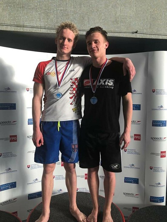 Znojemský plavec Adam Hlobeň (první zleva) získal medaili na Velké ceně Slovenska.