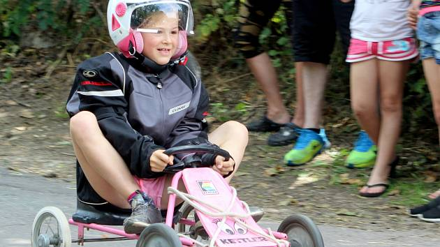 Více než dvě desítky doma vyrobených kár představili soutěžící závodníci o první červnové neděli ve Znojmě.
