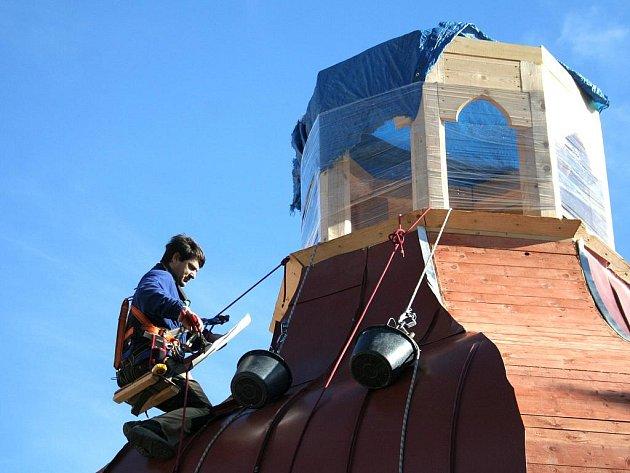 Oprava střechy kostela ve Slupi
