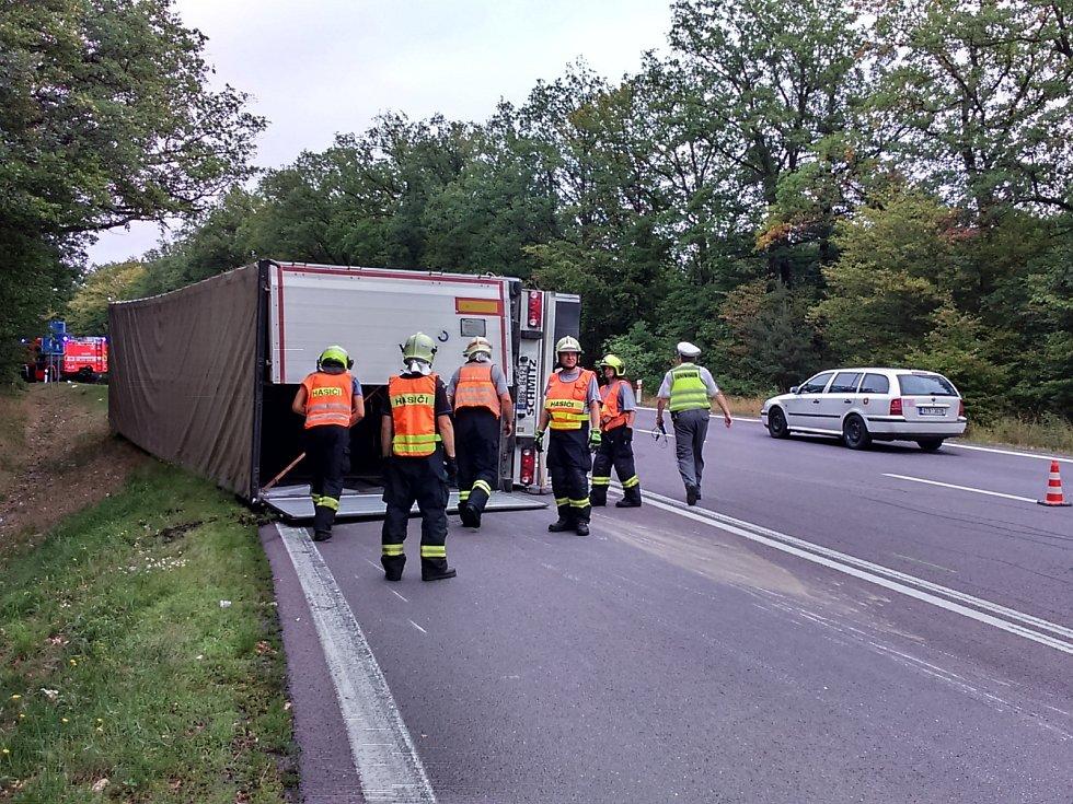 Nehoda kamionu u Vranovské Vsi.