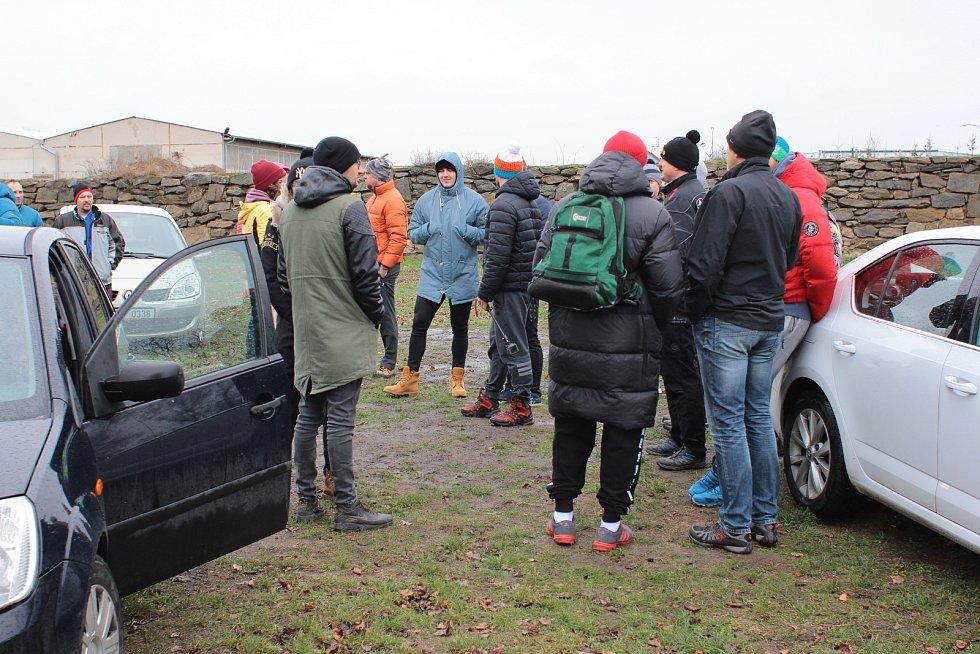 Znojemští sportovci vyzkoušeli první lednovou sobotu regenerační metodu Wima Hofa přímo ve studeném proudu řeky Dyje. Koupání absolvovali jak začátečníci, tak i pokročilí borci.