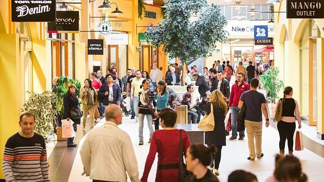 Zákazníci jsou zpět a mají chuť, na nákupy do Hatí je táhnou hlavně slevy