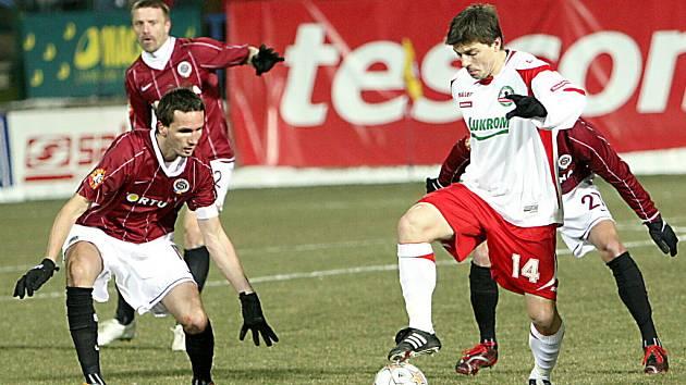 Milan Pacanda (s míčem)