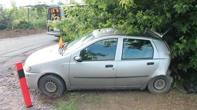 Srážka dvou aut na Znojemsku.