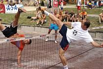 Do nohejbalového turnaje 44. ročníku Vranovského léta nastoupilo o víkendu čtyřiačtyřicet trojic.