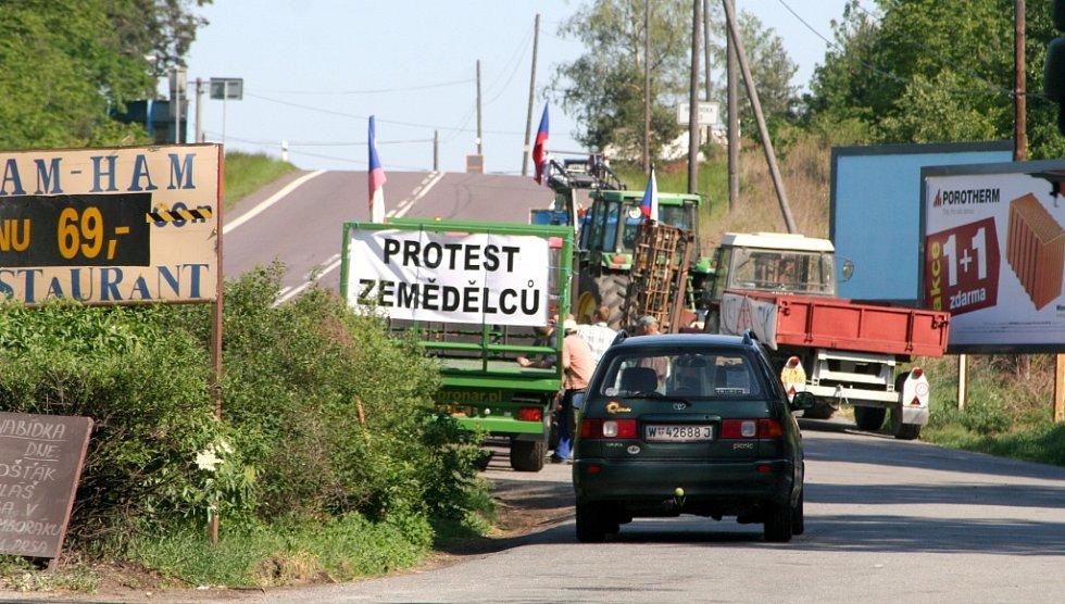 Protesty zemědělců na Znojemsku proběhly klidně. Traktory tam stáli mimo hlavní silnice.