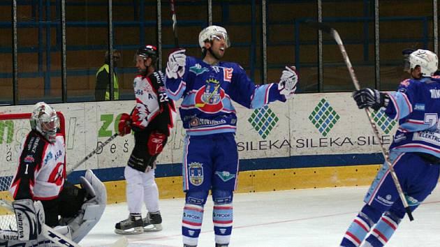 1. liga: Orli Znojmo (v bílém) vs. Chomutov