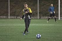 Divizní fotbalisté Tasovic (v černém) vyzvali v přípravě celek Ivančic, který hraje krajský přebor.