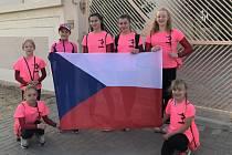 Závodnice Klubu sportovní gymnastiky Znojmo (v růžovém) sbíraly zkušenosti na závodech v Dubaji.