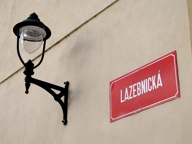 Stylové lampy získala městská památková rezervace ve Znojmě.