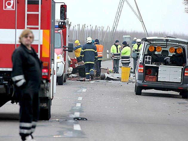 Tragická srážka autobusu a osobního auta mezi Suchohrdly a Těšeticemi 30.11.2011.