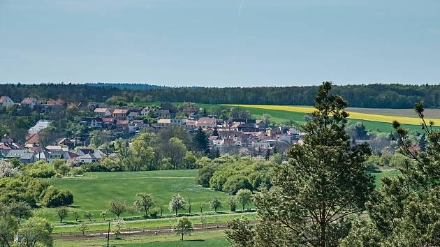 Vycházka po Mylnářské stezce z Hlubokých Mašůvek do Plenkovic.