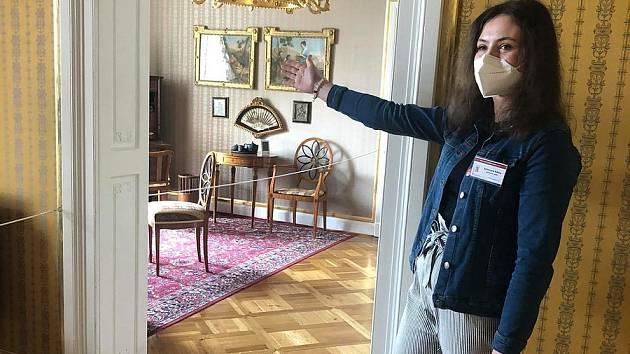 Návštěvníky vranovského zámku provádí i studenti ze znojemské Přímky.