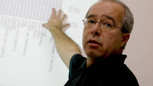 Poradce pro otevřenost veřejné správy a spoluautora zákona o svobodném přístupu k informacím Oldřich Kužílek.