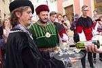 Stánky s burčákem, mázhauzy s vínem a občerstvením jsou otevřené a čtyřiatřicáté Znojemské vinobraní začíná. Program nabídne na třinácti scénách.