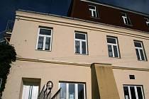 V Suchohrdlech mohou lidé vidět jak zvoničku, Obecní sklep, tak i pařez dubu, který je pojmenován podle Napoleona I. Hned vedle něj je vysazen doubek nový. Obecní sklep vystavuje historické fotografie Suchohrdel a chystá výstavu keramického betlému.