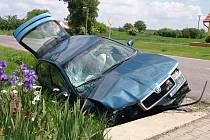 Lékaři i hasiči vyráželi v neděli okolo jedenácté k nehodě, která se odehrála na silnici v obci Trnové Pole nedaleko Pohořelic. Havaroval tam osobní automobil, dvě osoby byly zraněné.