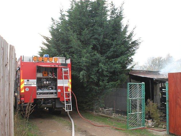 Požár chatky v zahrádkářské kolonii v dolní části Znojma.
