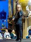 Sedm set posluchačů přiměl v sobotu večer patron festivalu Pavel Šporcl meditovat.