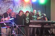 Rockové pecky od Wanastowých Vjecý až po Helloween umí s gustem zahrát olbramovická kapela Kristovy léta. Jejich skalní příznivci plní neúnavně sály na vesnických zábavách nejen na Znojemsku.