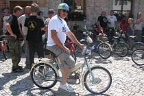 Závody mopedů v Dobšicích