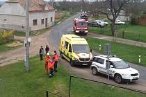 Muž chtěl skočit ze střechy, strážníci mu v tom zabránili.