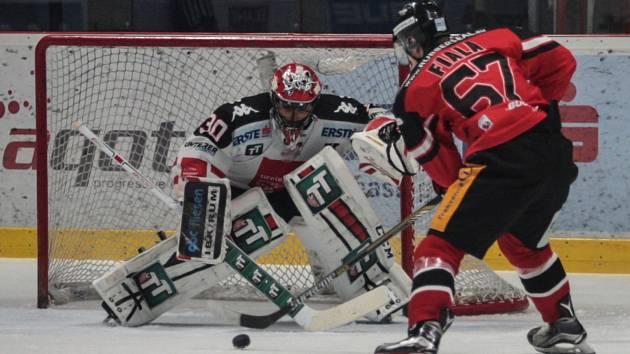 Prohrát potřetí v řadě? Ani náhodou. Znojemští hokejisté v mezinárodní soutěži EBEL dali zapomenout na nezdary s Villachem a Vídní a v úterý doma rozdrtili Innsbruck jednoznačně 5:0.