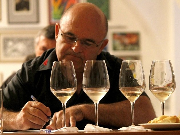 Srpnové kolo zatřiďování vín ročníku 2013 do apelačního systému VOC Znojmo.