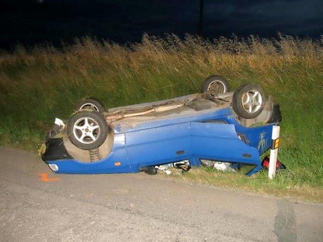 Osmnáctiletý řidič felicie nezvládl řízení auta u Vracovic.