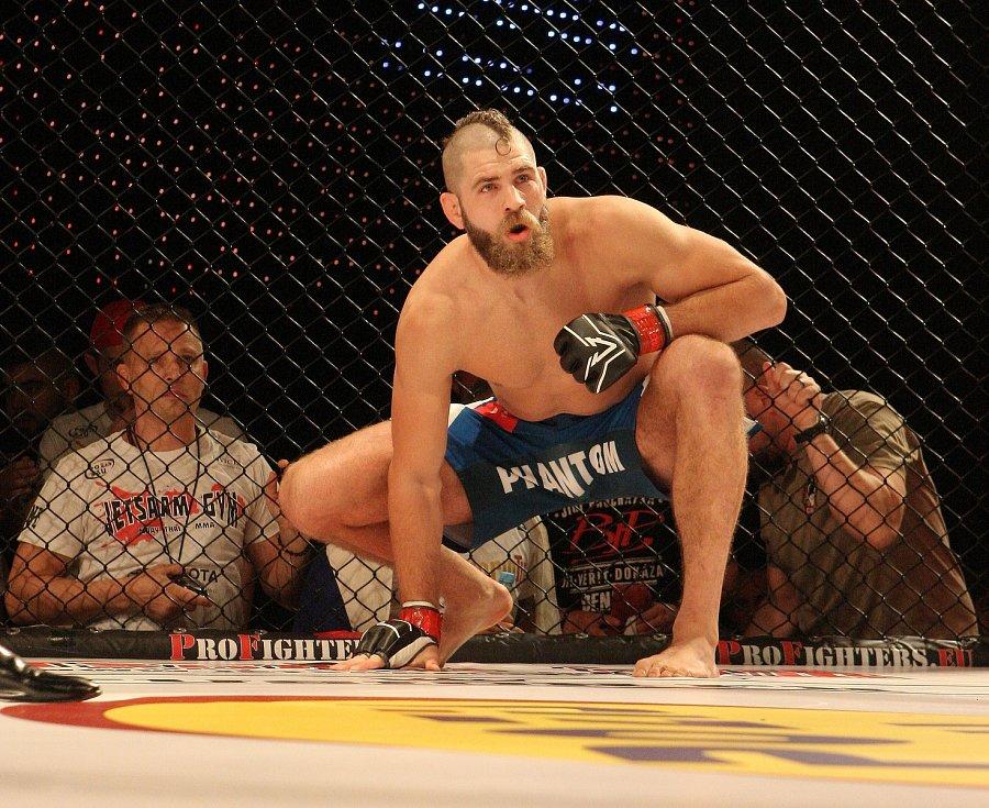 Bojovník MMA Jiří Procházka.